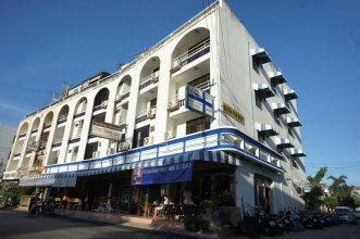 River Hotel