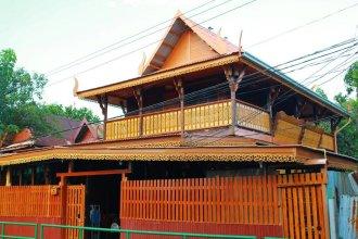 Fahsai Antique Homestay near BRT