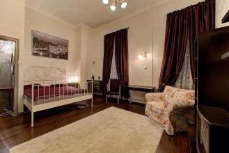 Longo Bolshaya Konyushennaya 2 Apartments