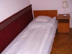 Hostel & Hotel Makrovilag Feher Pava