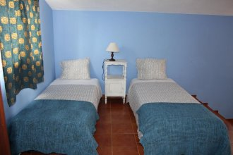 Almagreira Beach Surf Hostel