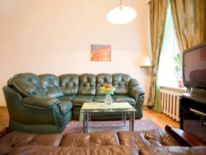 Duplex Apartment na Kutuzova with a kind on Neva