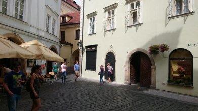 Old Town Square Residence Bambur