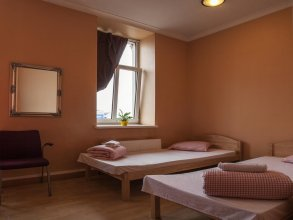Big Bed Hostel