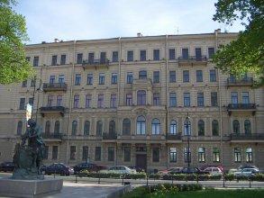 Dostobrodsky near Hermitage 1 room