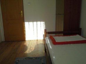 Guest House E 75