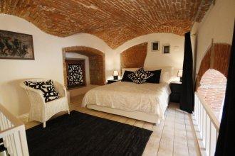 Brancacci Halldis Apartments