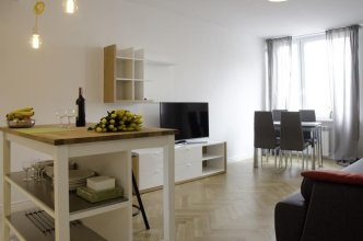 Bizzi Luxheart Of Old Town Apartment