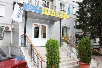 Отель Выдубичи